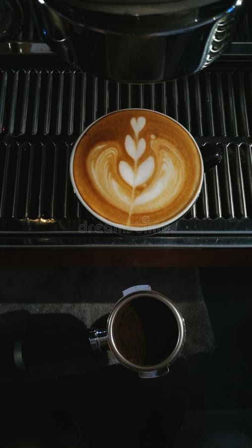 Une tasse de caf? d'art de latte photo stock