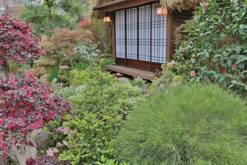 Une Terrasse Et Un Jardin Modernes Avec Le Style De Zen Image stock ...