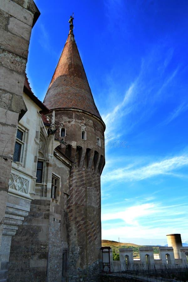 Une tour à l'intérieur du château de Corvin images stock