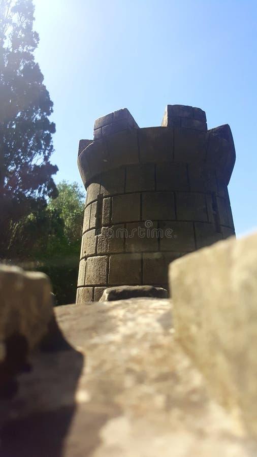 Une tour en pierre photos stock