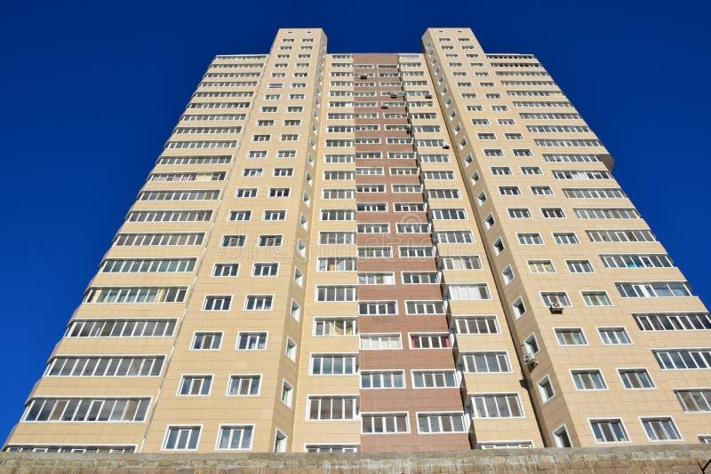 Une tour résidentielle à Astana images libres de droits