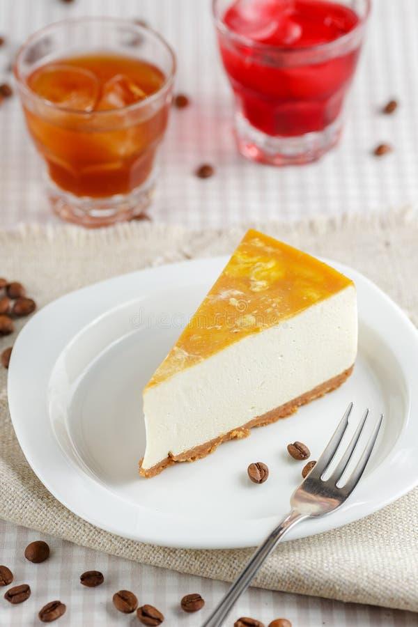 Une tranche de gâteau au fromage de banane images libres de droits