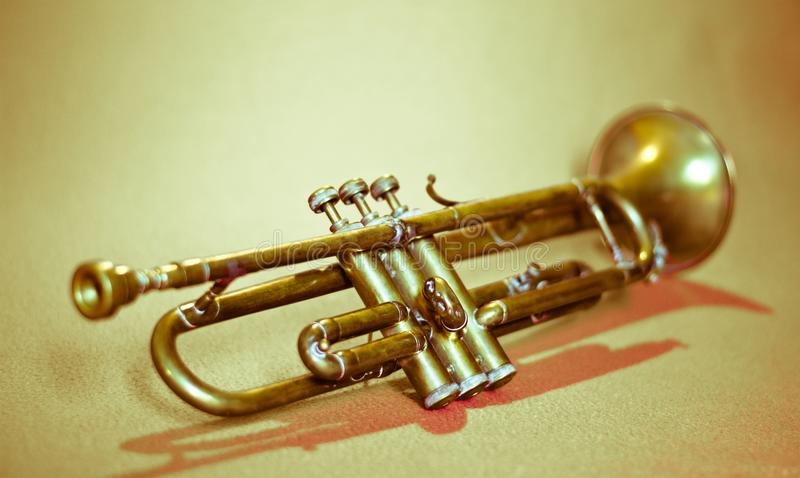 une trompette antique photos stock
