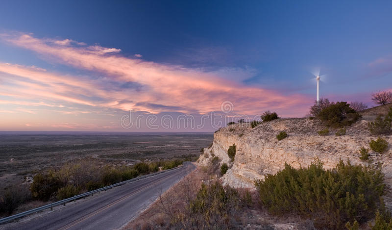 Une turbine de vent simple dans le Texas occidental photos stock