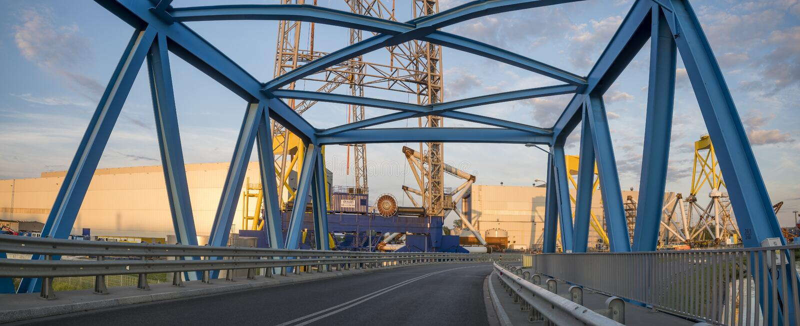 Une usine moderne produisant des composants pour la ferme de vent dans Szczecin, photos libres de droits