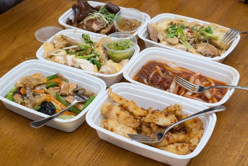 Une variété de plats chinois à emporter photographie stock libre de droits