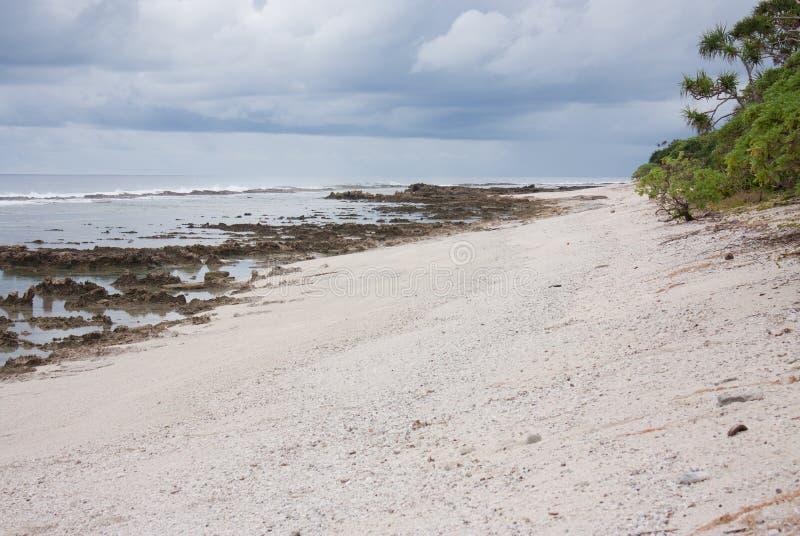 Une vaste plage au Tonga images stock