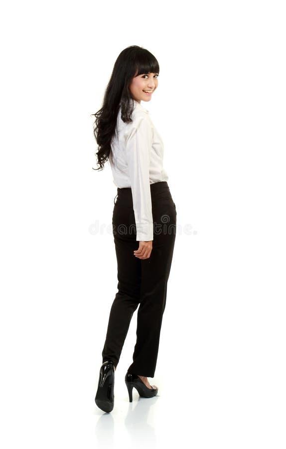 Une verticale de femme asiatique d'affaires regardent en arrière photos libres de droits