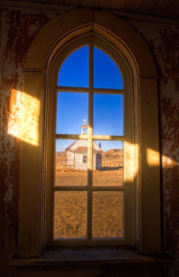 Une vieille église abandonnée de pays en Dorothy, Alberta photographie stock libre de droits