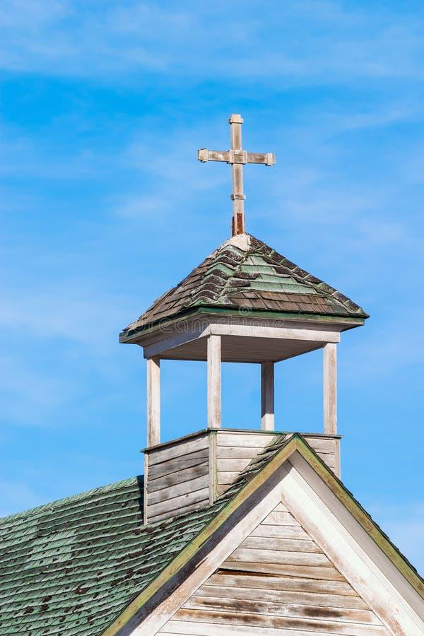 Une vieille église abandonnée de pays en Dorothy, Alberta, Canada images libres de droits
