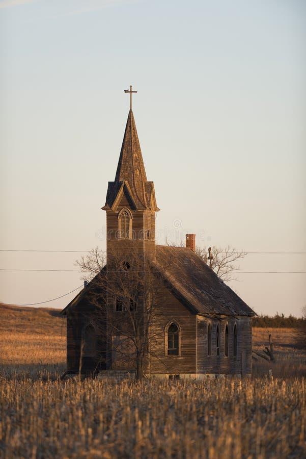Une vieille église sur la prairie du Kansas photographie stock libre de droits