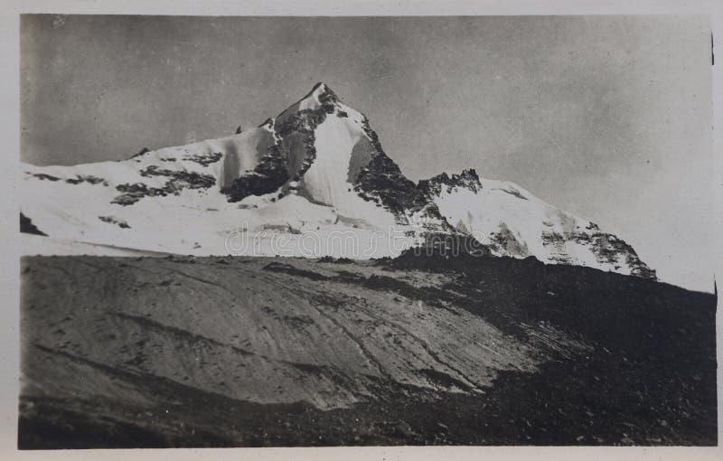 Une vieille carte postale monochrome photographie stock libre de droits