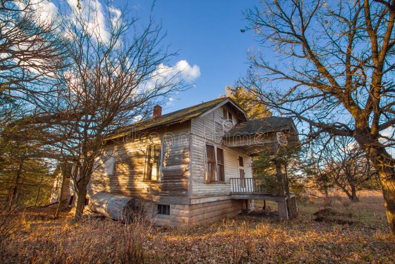 Une vieille Chambre abandonnée de ferme photographie stock