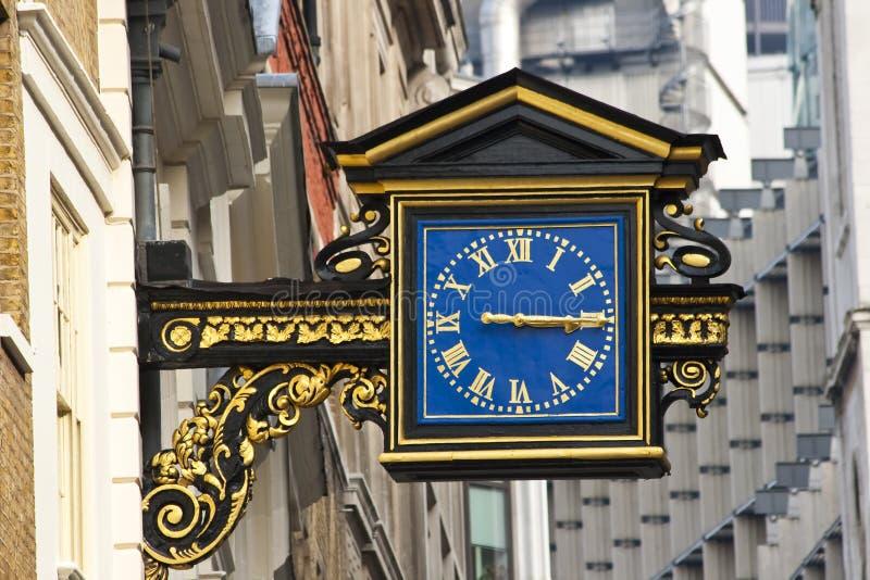 Une vieille horloge anglaise de rue image libre de droits