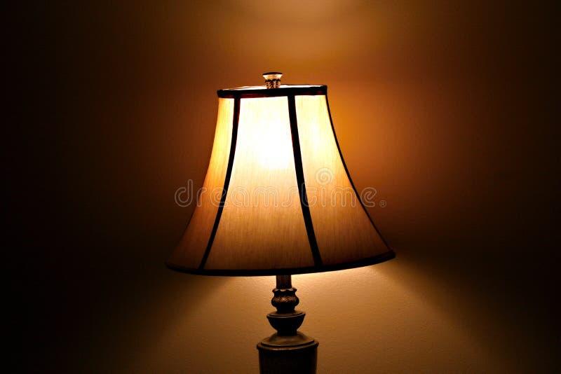 Une vieille lampe avec le vieux support photos libres de droits