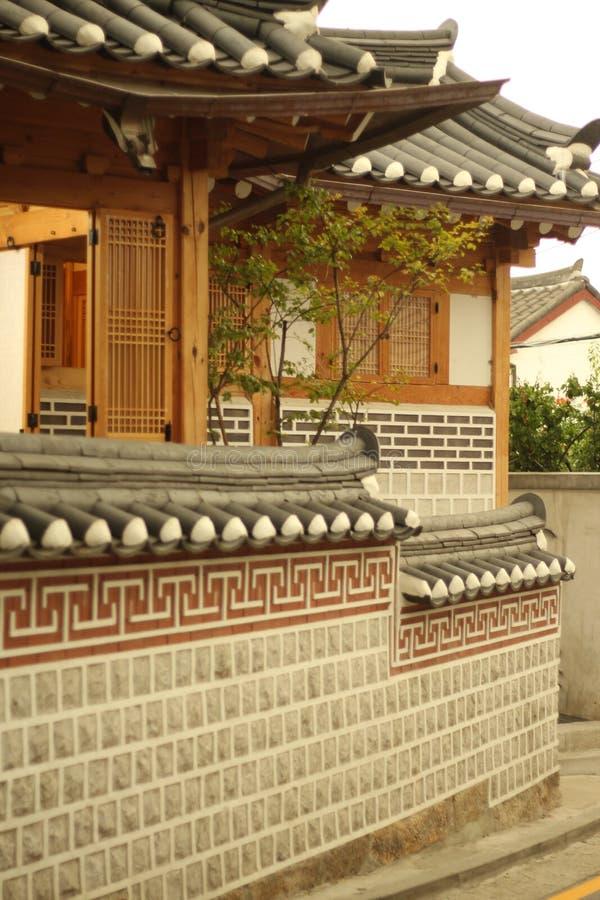 Une vieille maison dans la ville centrale de Séoul photo libre de droits