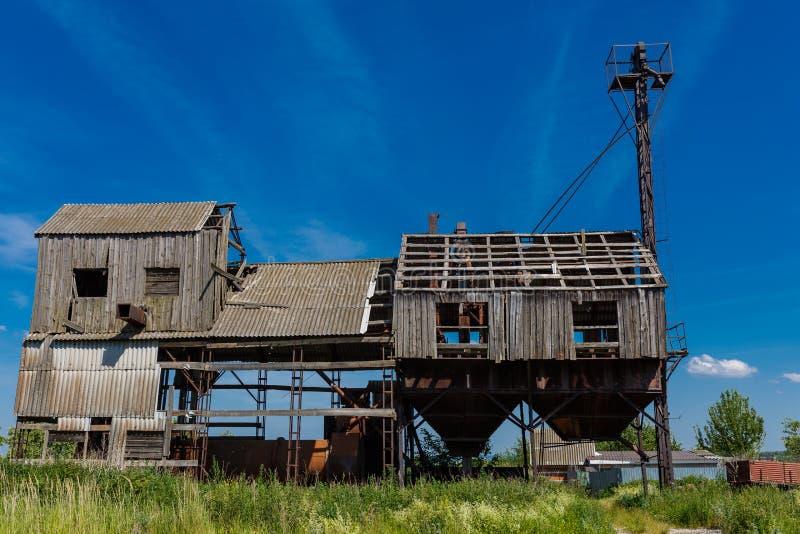 Une vieille usine abandonnée Traitement de grain image libre de droits