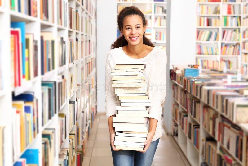 Une visite à la librairie images stock