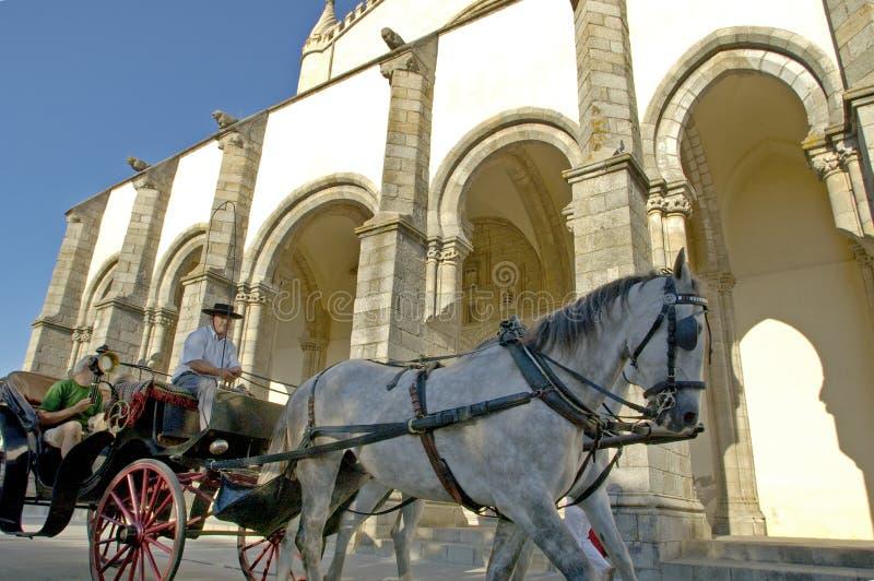 Une visite après les bâtiments incroyables d'Evora photos libres de droits