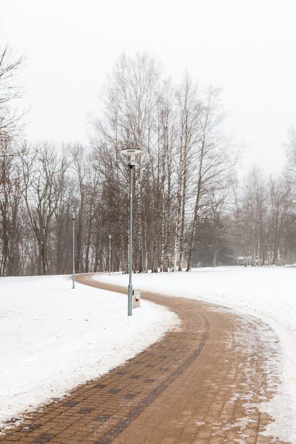 Une voie abandonnée dans Sigulda, Lettonie photo libre de droits
