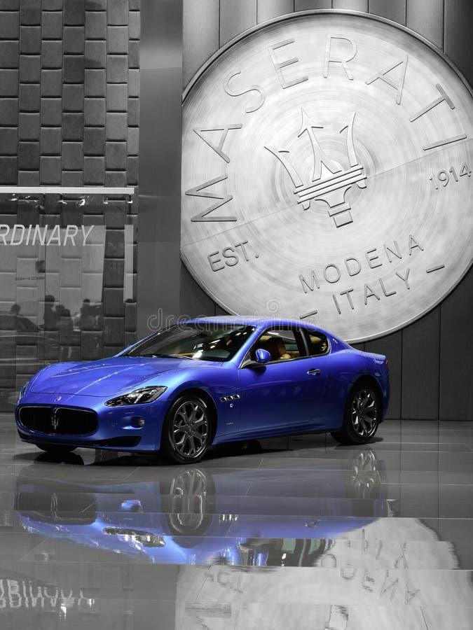 Une voiture bleue de Maserati image stock
