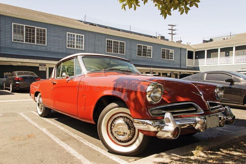 Une voiture classique du ` s de collecteur de vintage dans un parking en Santa Monica, la Californie image libre de droits