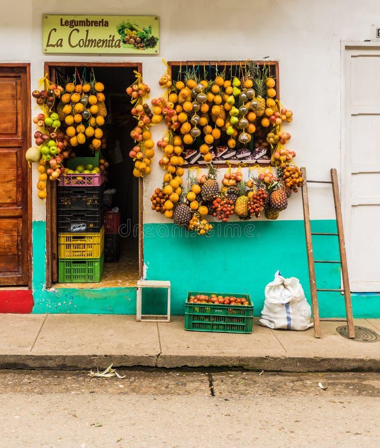 Une vue colorée dans le jardin en Colombie images libres de droits