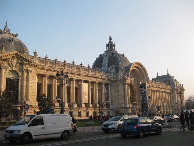 Une vue d'après-midi de coucher du soleil du Petit Palais, Paris image libre de droits