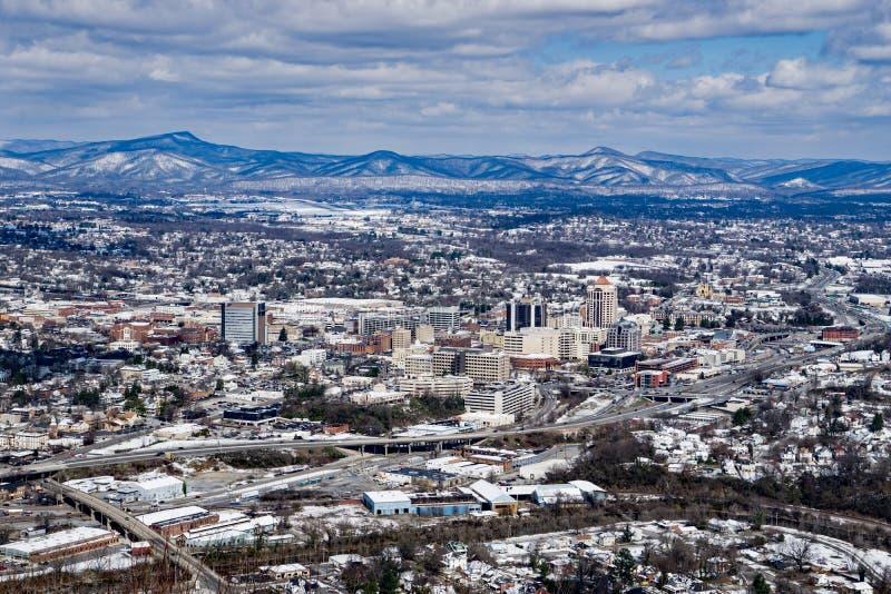 Une vue d'hiver de la ville de Roanoke photos stock