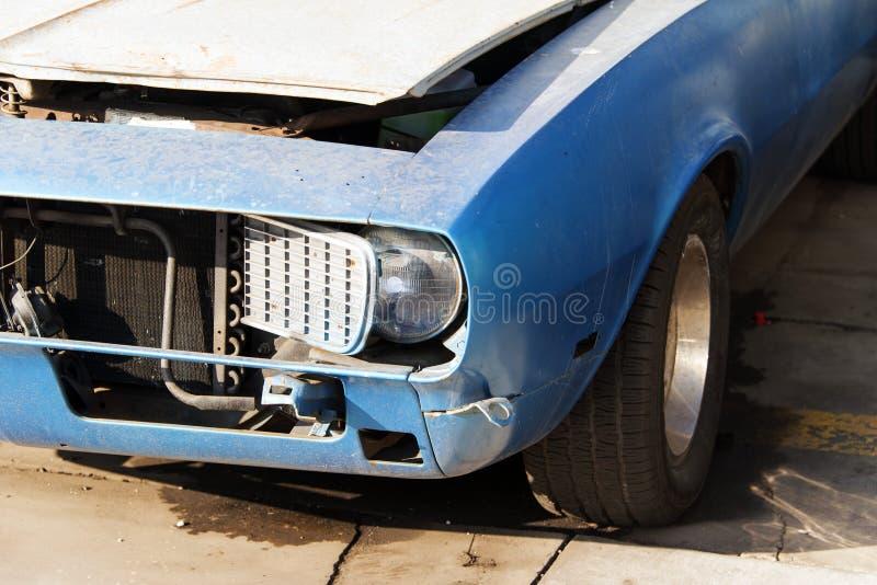 Une vue d'un fourgon classique de voiture de vintage dans la rue image stock