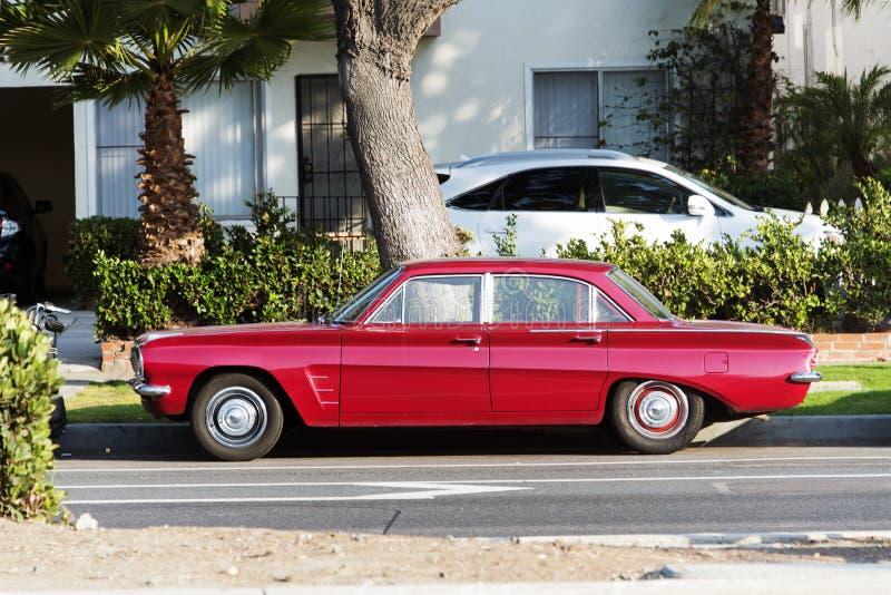 Une vue d'un fourgon classique de voiture de vintage dans la rue images stock