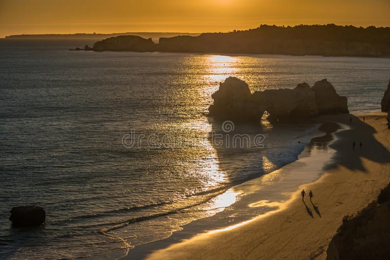 Une vue d'un Praia DA Rocha dans Portimao, région d'Algarve, Portugal image libre de droits