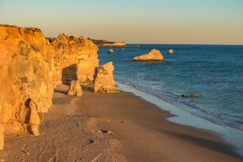 Une vue d'un Praia DA Rocha dans Portimao, région d'Algarve, Portugal images libres de droits