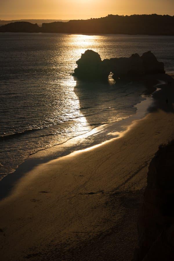 Une vue d'un Praia DA Rocha dans Portimao, région d'Algarve, Portugal photographie stock libre de droits