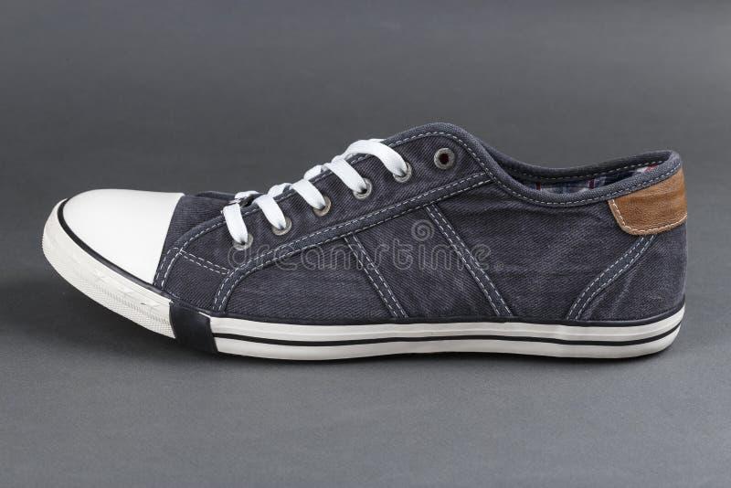 Une vue de côté d'une chaussure photo stock