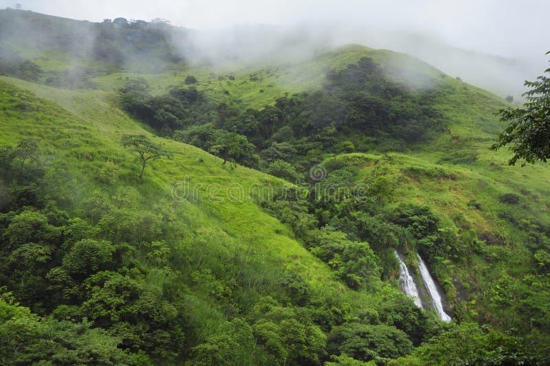 Une vue de cascade de glissière, également connue sous le nom d'EL Tobogan de Catarata, peut être vue du sentier de randonnée au  image stock