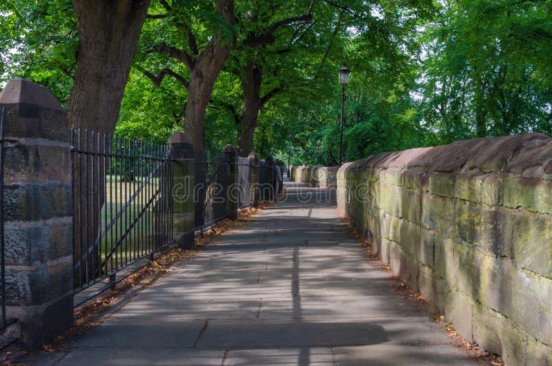 Une vue de Chester City Walls photographie stock libre de droits