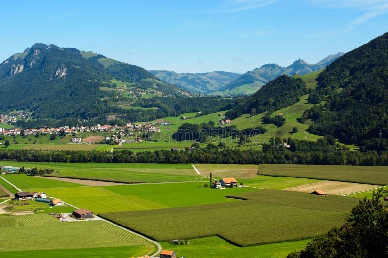 Une vue de la campagne suisse images libres de droits