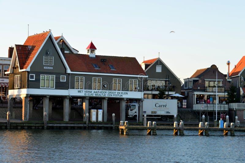 une vue de la vente aux enchères de poissons historique de Volendam, Pays-Bas photo stock