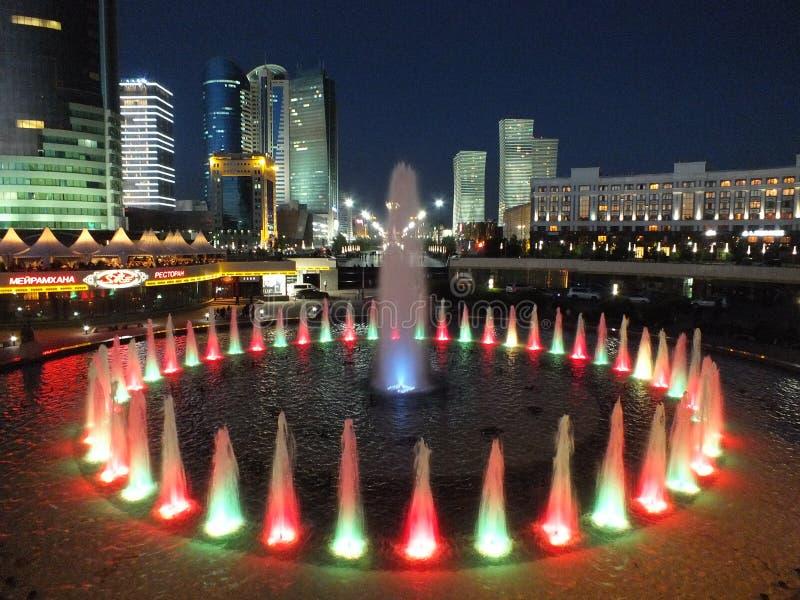 Une vue de nuit à Astana photographie stock libre de droits
