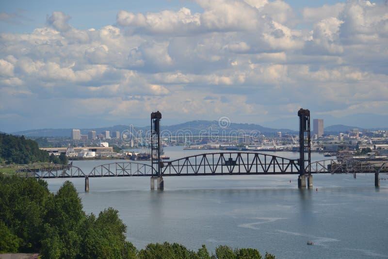 Une vue de Portland, Orégon du pont de St Johns photo stock