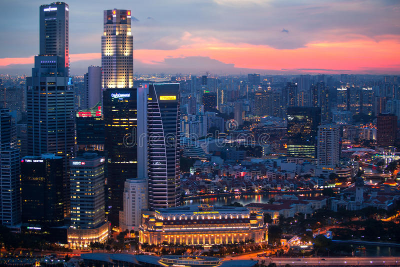 Une vue de ville de toit Marina Bay Hotel le 15 avril 2012 sur Singapour photographie stock