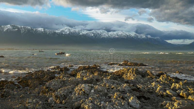 Une vue des gammes vers le large de kaikoura du kaikoura photographie stock
