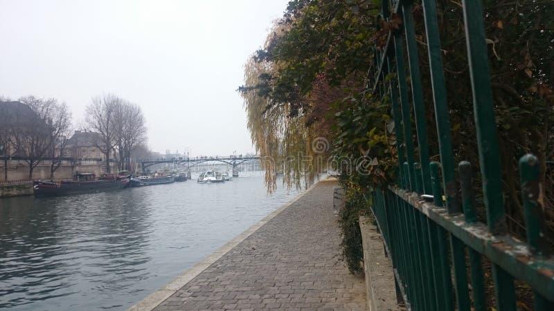 Une vue différente de Paris Très gentil photo libre de droits