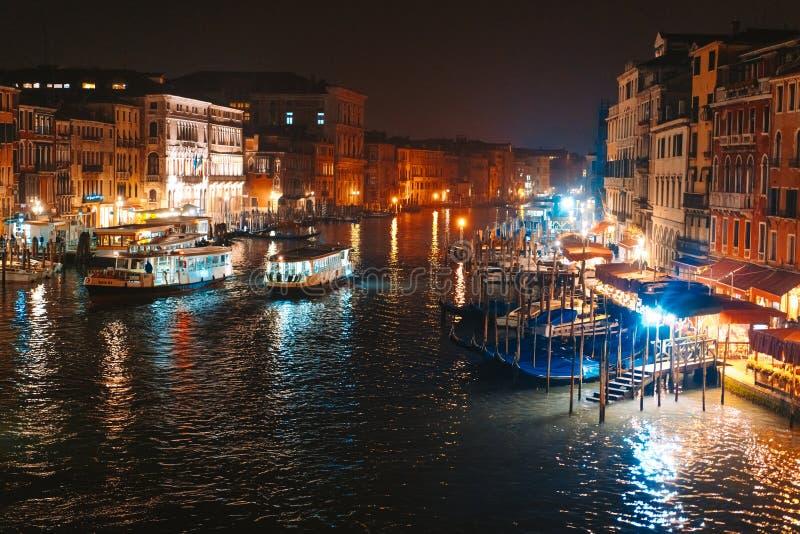 Une vue du canal la nuit Venise, Italie photos libres de droits