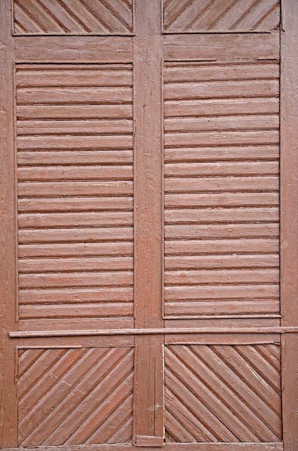 Une vue en gros plan de la texture de vieilles portes en bois images libres de droits