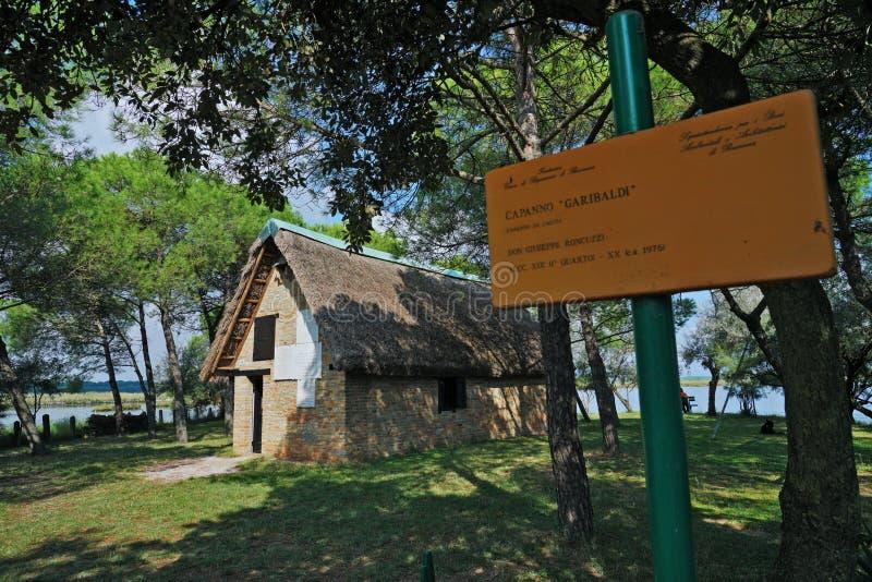 Une vue externe de la hutte de Garibaldi photographie stock libre de droits