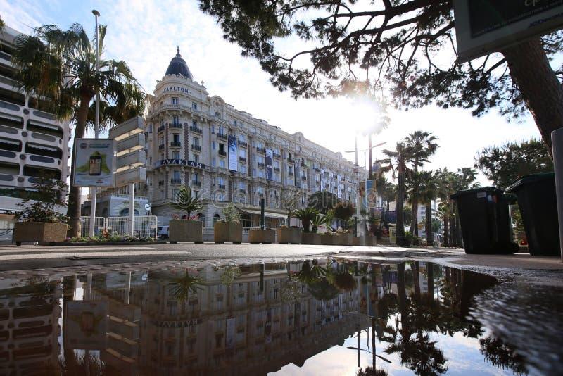 Une vue générale d'hôtel Carlton de rue photographie stock libre de droits
