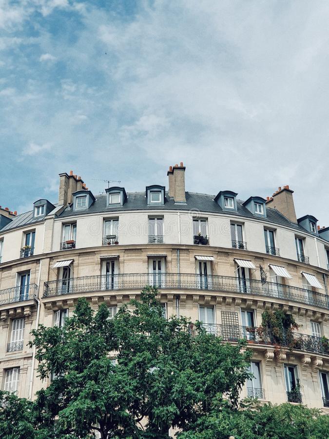Une vue gentille de la façade du bâtiment parisien à Paris, secteur de bastille, Paris, France photos stock
