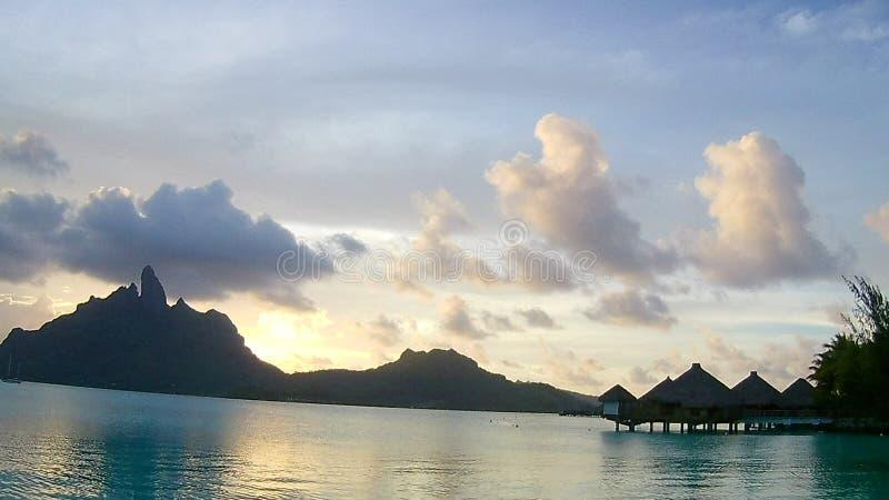 Une vue gentille de montagne d'Otemanu, Bora Bora photographie stock